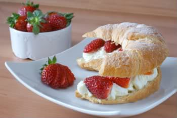Receita de Croissant - dreamstime_8094226