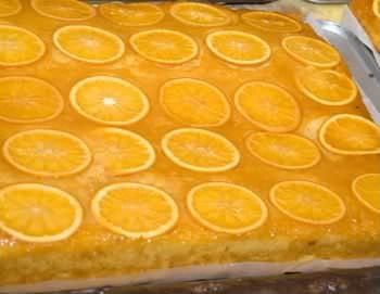 Bolo de laranja com casca e calda