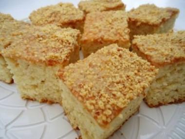 Receita de Bolo Úmido e Gelado de Amendoim - Bolo-umido-e-gelado-de-amendoim-380x285
