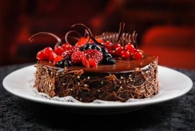 Receita de Bolo de Chocolate com Cereja - Bolo-de-chocolate-com-cereja-380x255