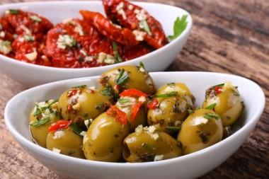 Antipasti - Oliven und getrocknete Tomaten