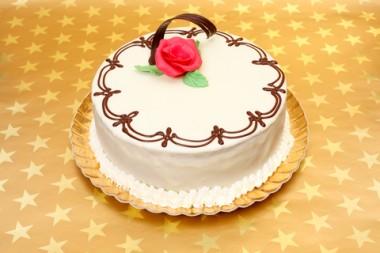 Receita de Bolo de Chocolate Branco - Bolo-de-chocolate-branco-380x253