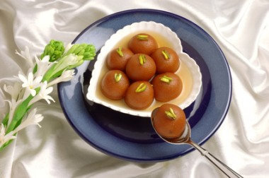 Gulab Jaman in Heart Dish