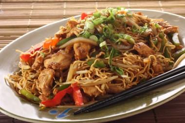 Receita de Frango Chow Mein - Frango-Chow-Mein-380x254