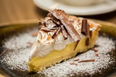 Receita de Torta de Queijo Cremoso - Torta-de-queijo-cremoso-380x254