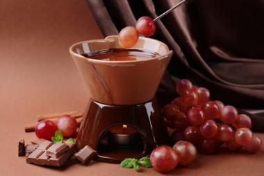 Receita de Fondue de Doce de Leite com Chocolate - Fondue-de-doce-de-leite-com-chocolate-380x254