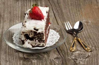 Receita de Bolo de Chocolate com Morango - Bolo-de-chocolate-com-morango-380x249