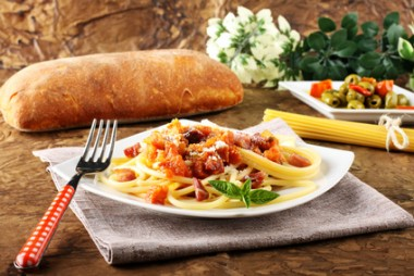 Receita de Bucatini com Bacon e Presunto - Bucatini-com-bacon-e-presunto-380x254