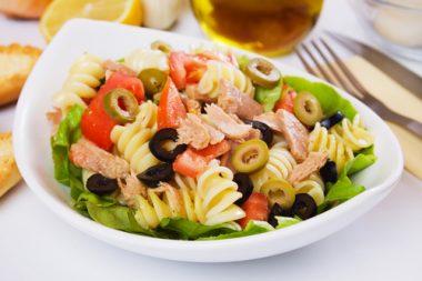 Receita de Salada de Macarrão e Atum - Salada-de-macarrão-com-atum-380x253