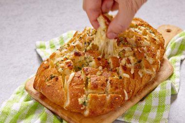 Receita de Pão Italiano com Queijo Derretendo - Pão-Italiano-com-Queijo-Derretendo-380x254