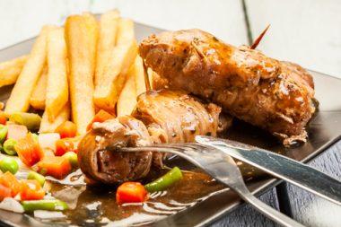 Receita de Rolê de Carne com Linguiça - Rolê-de-carne-com-linguiça-380x253