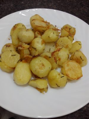 Receita de Batata Assada com Alecrim - Batatas-assadas-com-alecrim-300x400