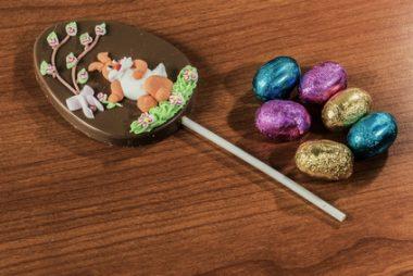 Receita de Ovo de Páscoa Decorado no Palito - Ovo-de-Páscoa-decorado-no-palito-380x254