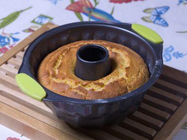 Receita de Bolo de Queijo - Bolo-de-queijo-380x285